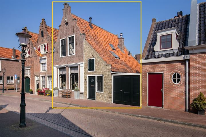 Waagstraat 24