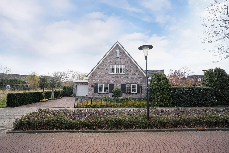 Bekijk foto 2 van Vrijenburglaan 8