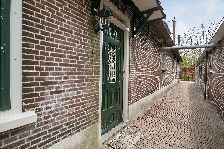 View photo 2 of Rijndijk 251