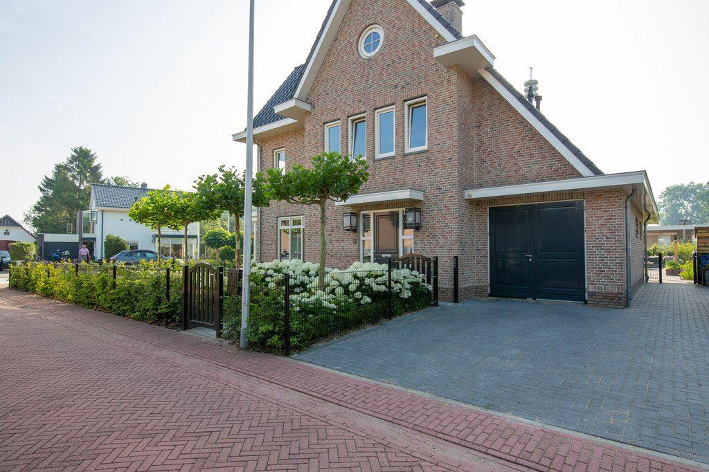 Bekijk foto 2 van Roosje Vechtstraat 1