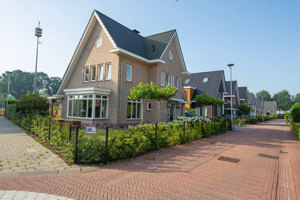 Bekijk foto 3 van Roosje Vechtstraat 1