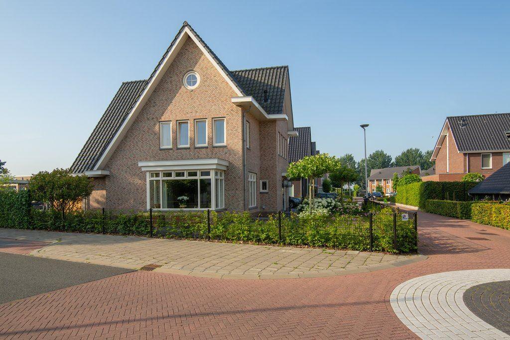 Bekijk foto 4 van Roosje Vechtstraat 1