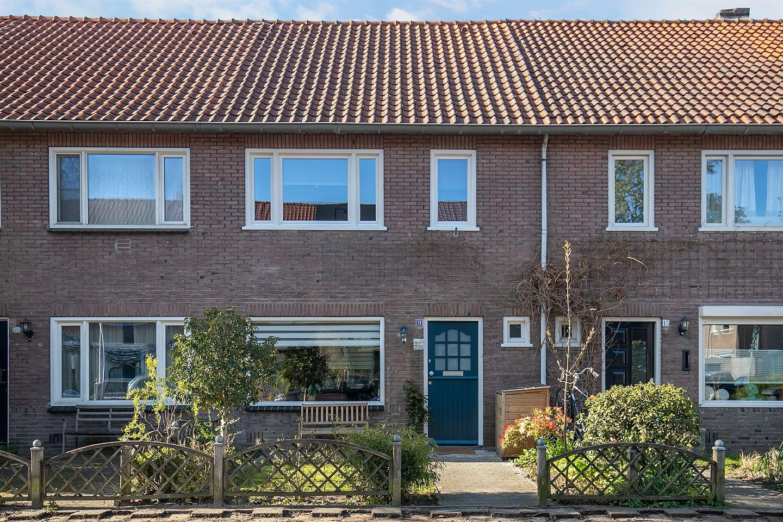 Bekijk foto 2 van Bergen op Zoomstraat 13