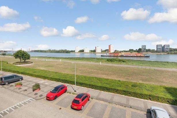 Bekijk foto 2 van Maasboulevard 74
