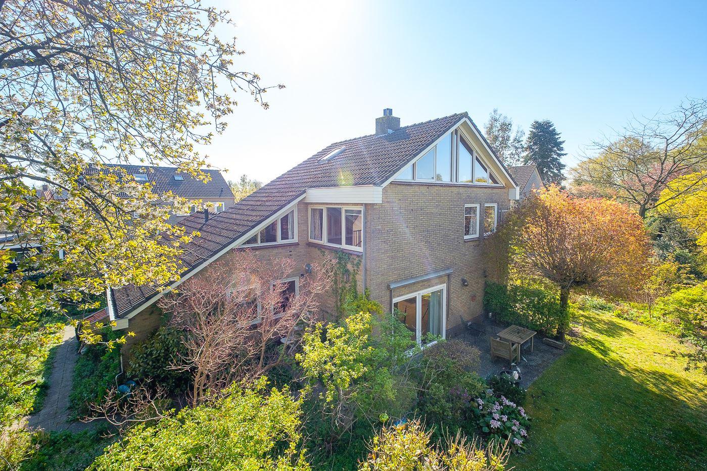 Bekijk foto 1 van Burg.van der Grondenstraat 35