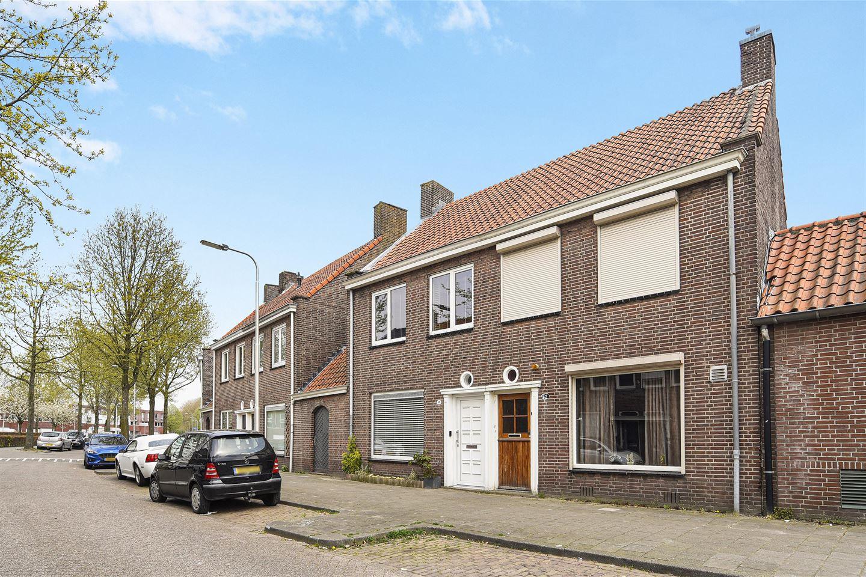 Bekijk foto 1 van Professor Kernkampstraat 40