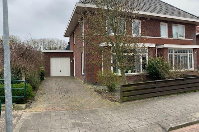 Bekijk foto 1 van Sneekerhof 6