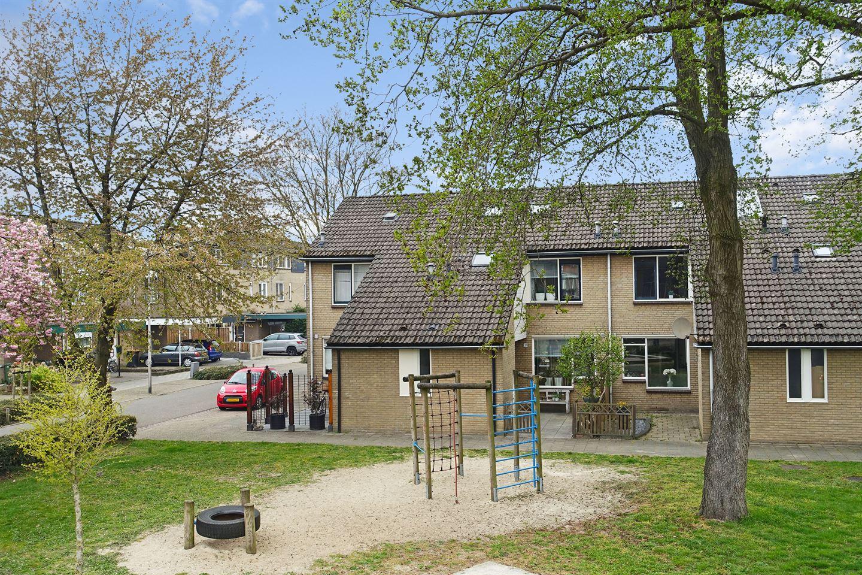 Bekijk foto 1 van Pierre Monteuxstraat 31