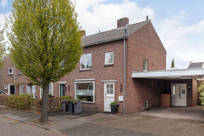 Bekijk foto 1 van Pastoor Lemmensstraat 9