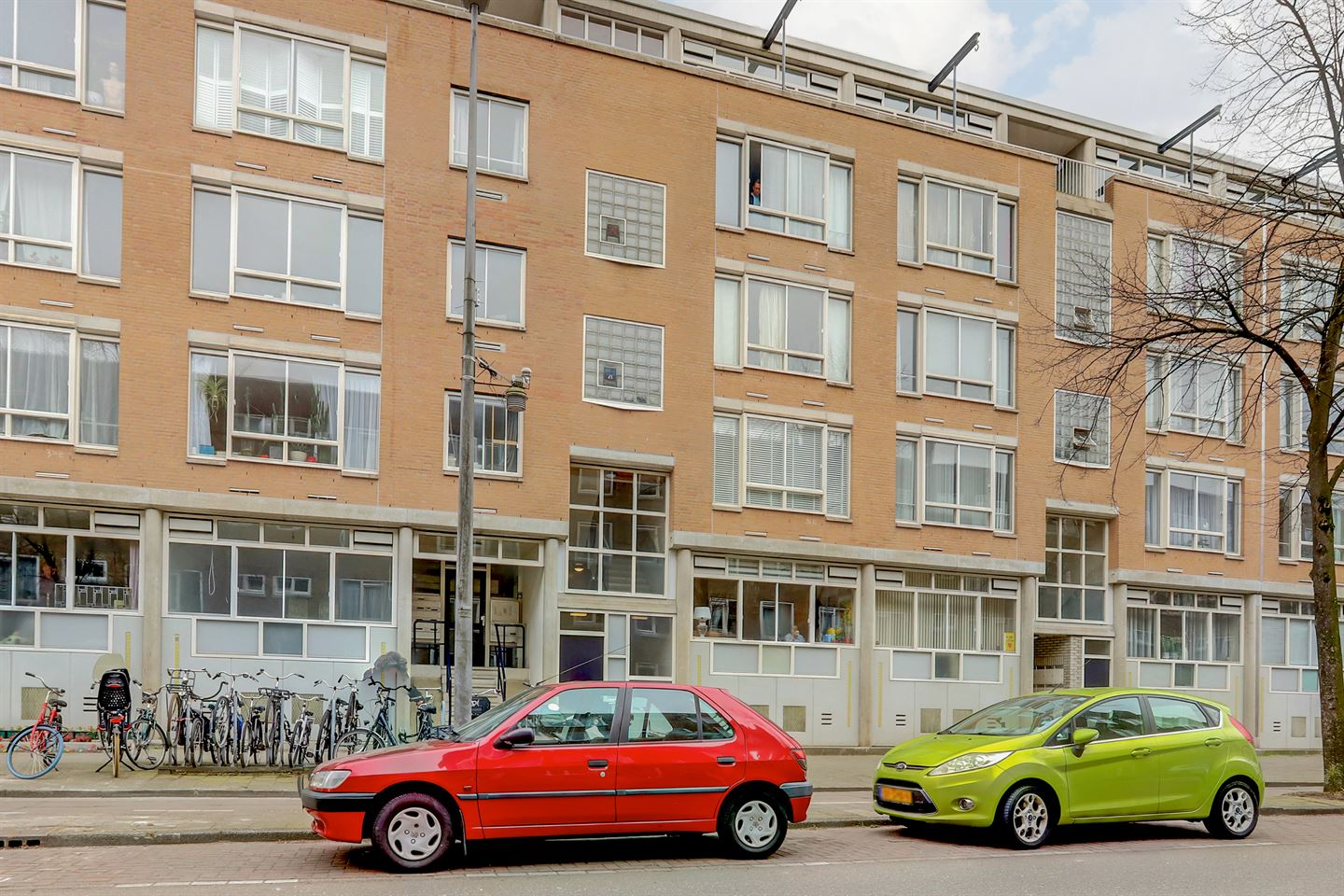 View photo 2 of Lutmastraat 34 -A