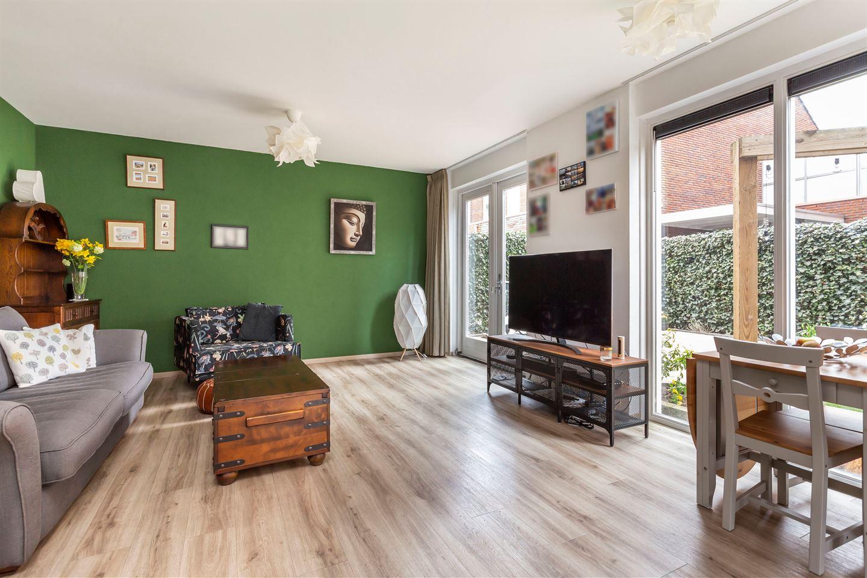Bekijk foto 3 van Van den Broekstraat 60