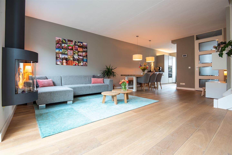 Bekijk foto 2 van Van Aalststraat 9