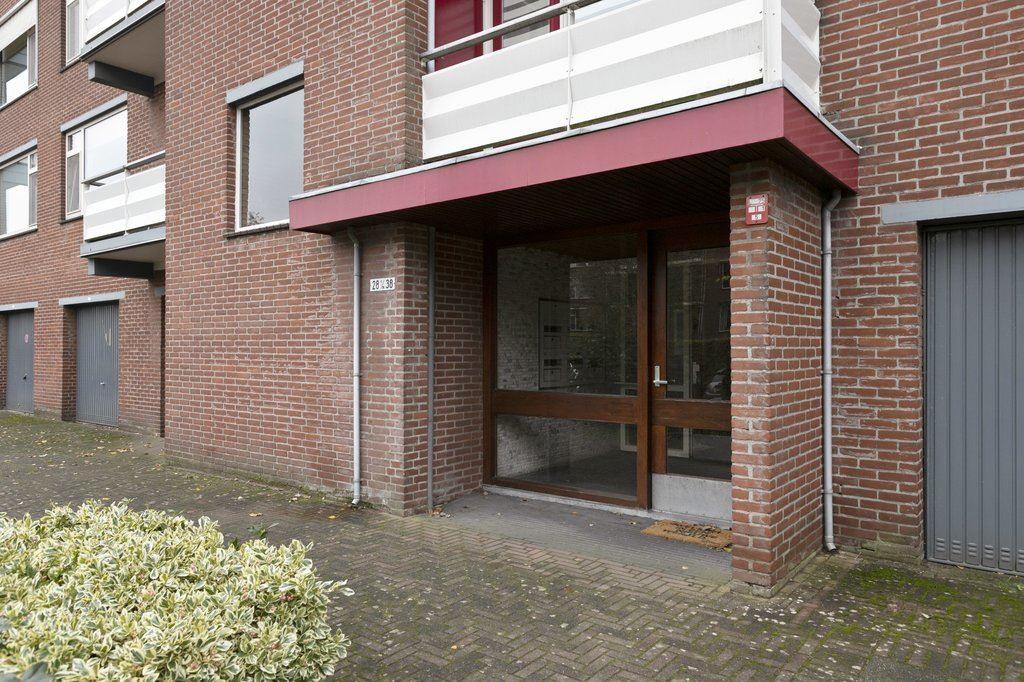 Bekijk foto 3 van Carry van Bruggenstraat 36