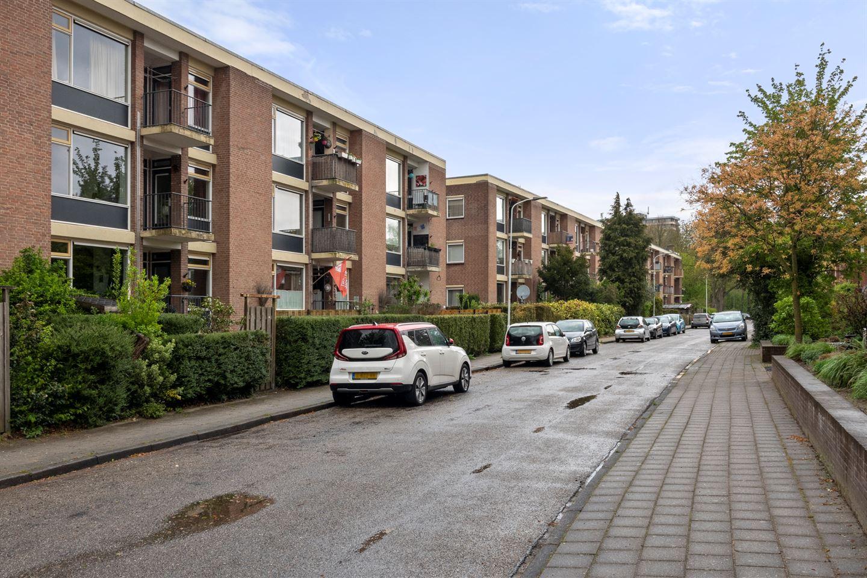 Bekijk foto 2 van Van 't Hoffstraat 13
