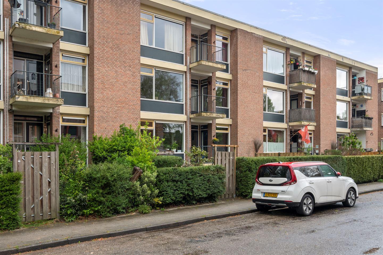 Bekijk foto 3 van Van 't Hoffstraat 13