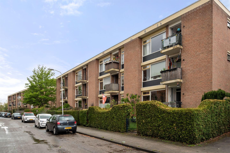 Bekijk foto 1 van Van 't Hoffstraat 13