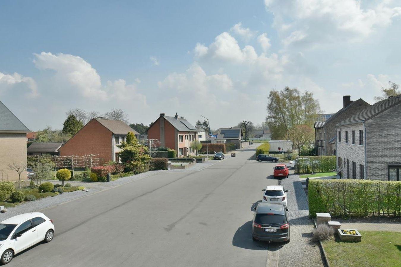 Bekijk foto 2 van Pastoor Houbenplein 22Bus 3