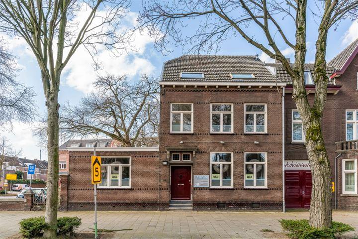 Minderbroederssingel 38, Roermond