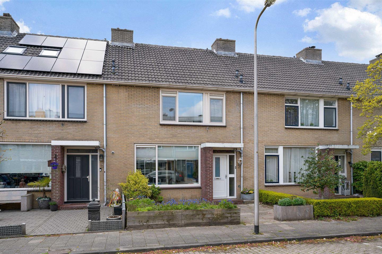 Bekijk foto 1 van Roelofsstraat 7