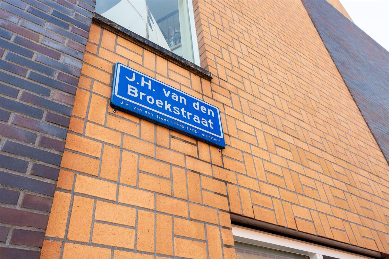 Bekijk foto 2 van J.H. van den Broekstraat 71