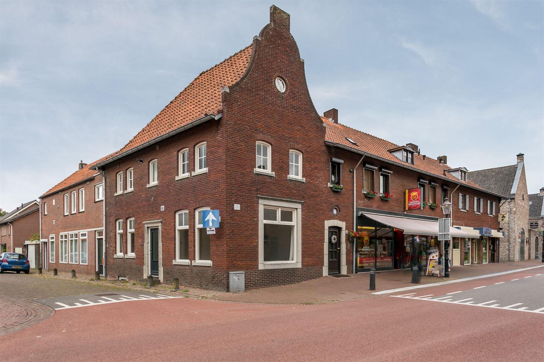 Bekijk foto 1 van Burgemeester Meuterlaan 2 -4-6-8