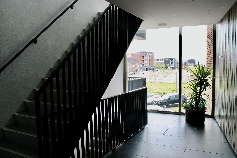 Bekijk foto 2 van Beneluxlaan 720