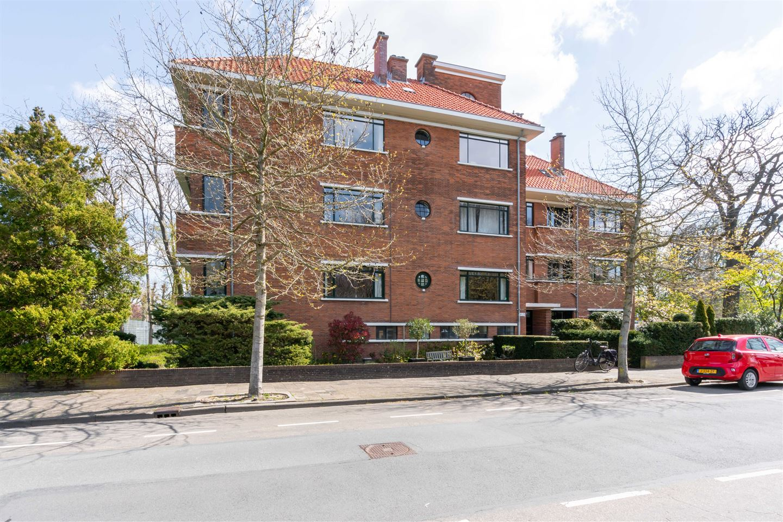 Bekijk foto 1 van Van Hogenhoucklaan 46