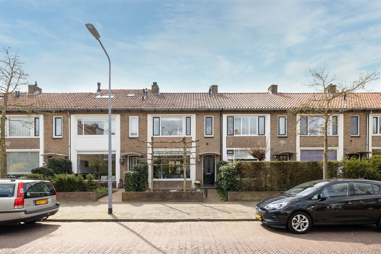 View photo 1 of Piet Heinstraat 49