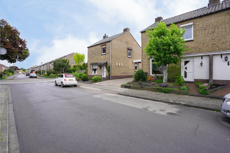 Bekijk foto 2 van Heiveldstraat 4