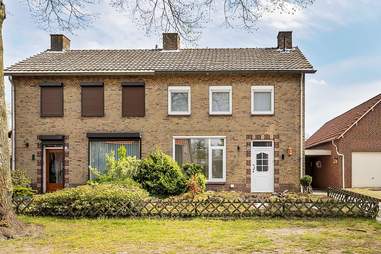 View photo 2 of Korenbloemstraat 11