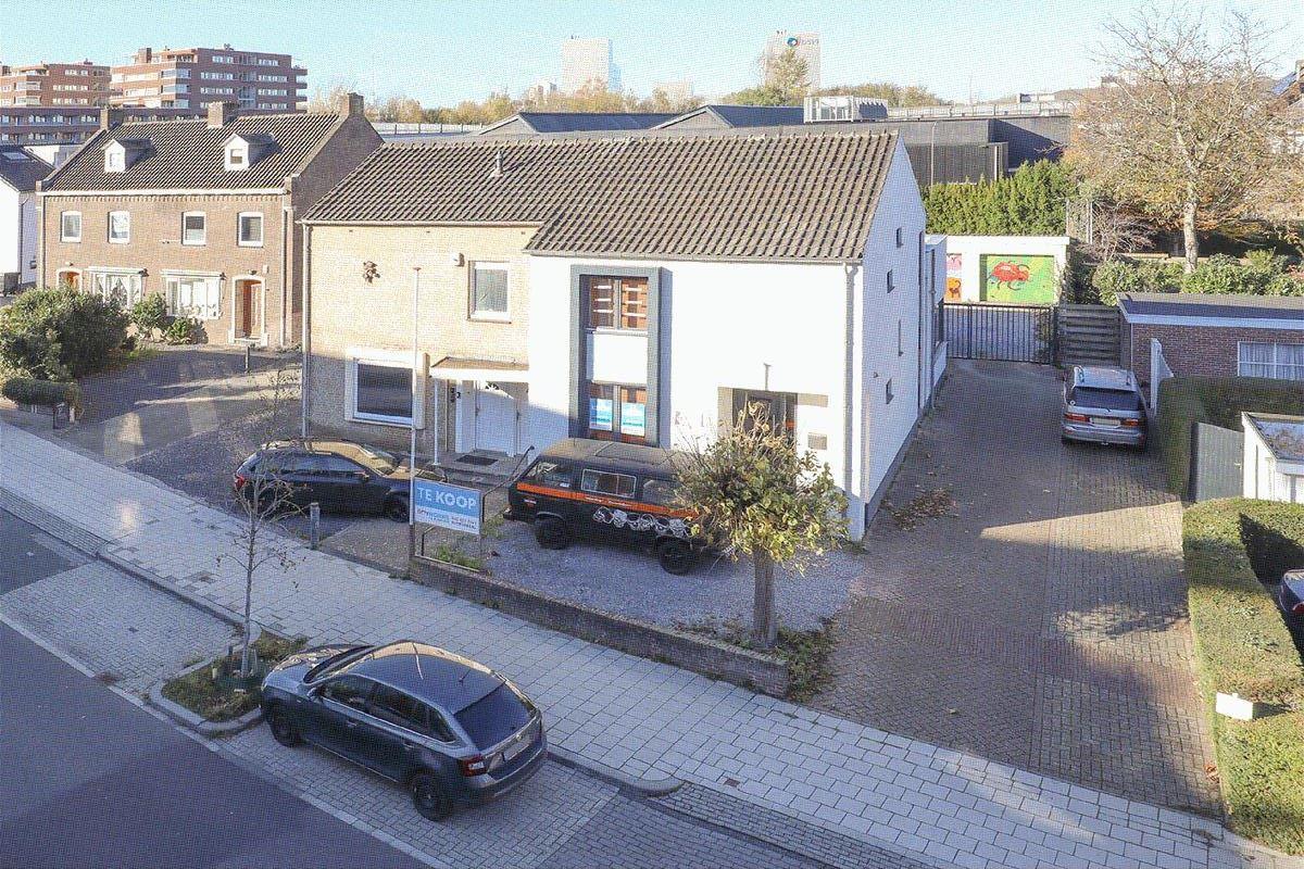 Bekijk foto 1 van Mgr. Claessensstraat 1