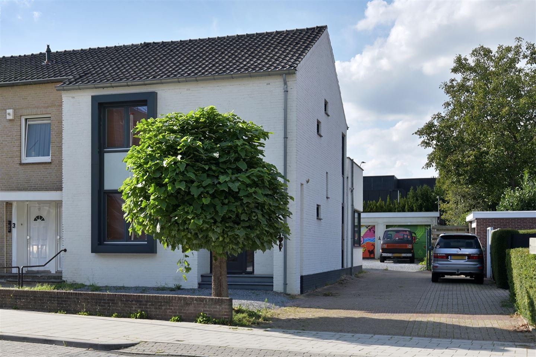 Bekijk foto 2 van Mgr. Claessensstraat 1