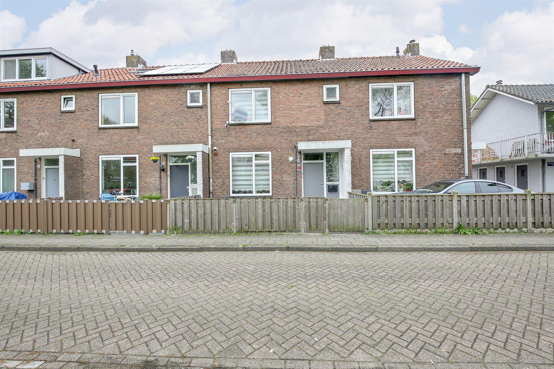 Bekijk foto 2 van De Bazelhof 24