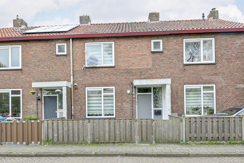 Bekijk foto 3 van De Bazelhof 24