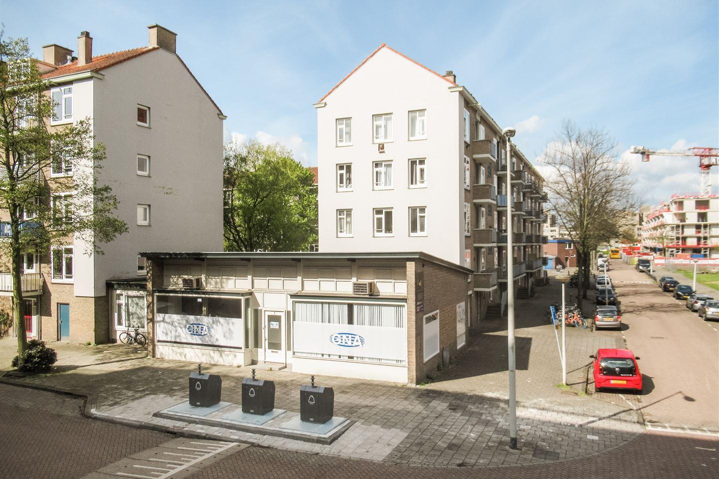 Bekijk foto 1 van Jacques Veltmanstraat 8