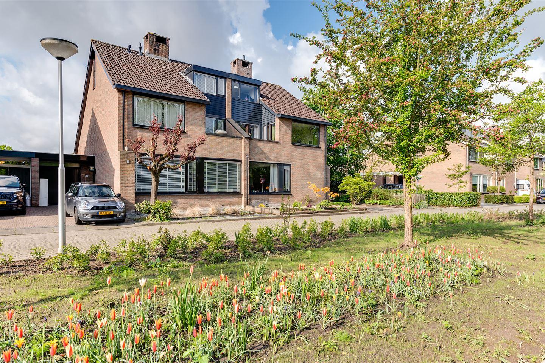 View photo 3 of Raadhuislaan 55