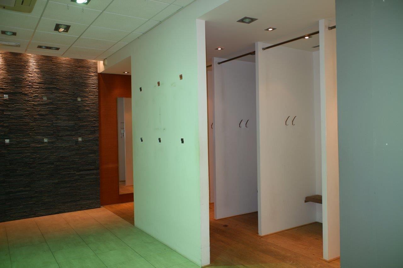 Bekijk foto 4 van Winkelcentrum Woensel 67 B