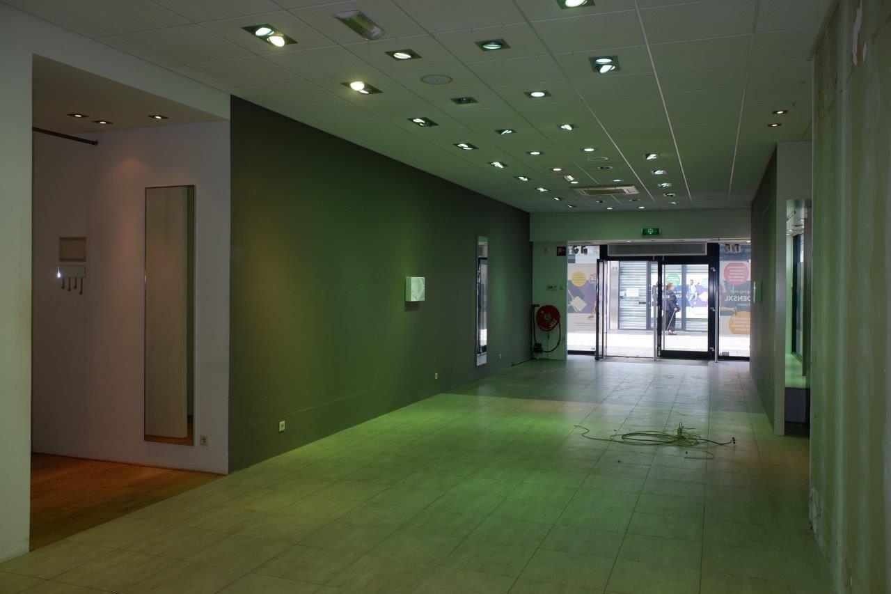 Bekijk foto 2 van Winkelcentrum Woensel 67 B
