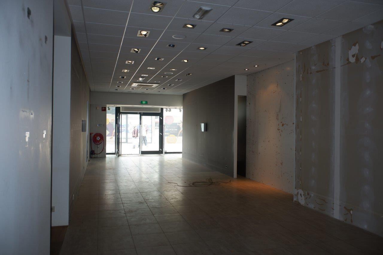 Bekijk foto 3 van Winkelcentrum Woensel 67 B