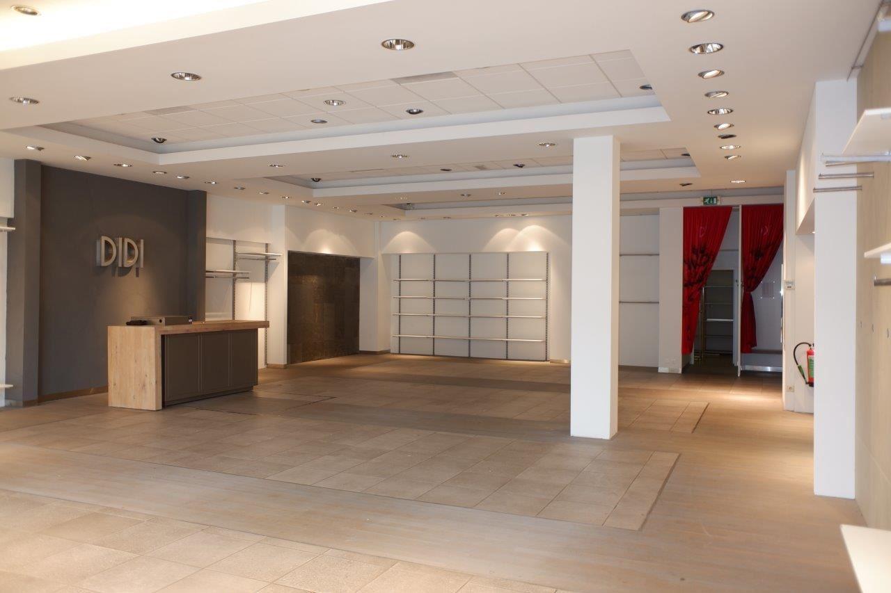 Bekijk foto 5 van Winkelcentrum Woensel 87 A