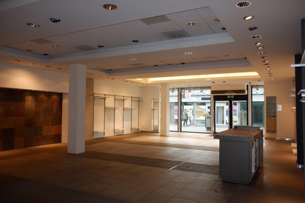 Bekijk foto 3 van Winkelcentrum Woensel 87 A