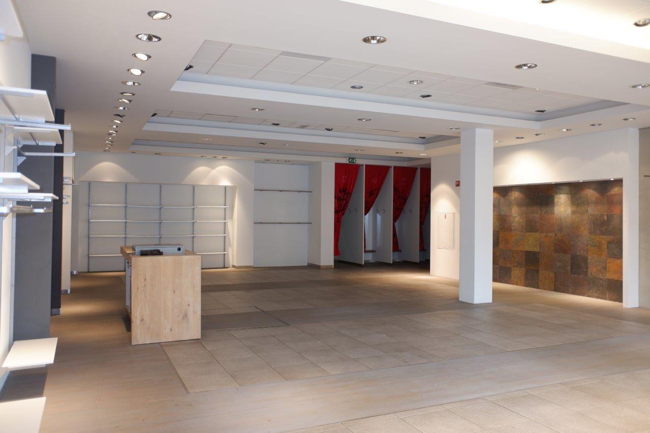 Bekijk foto 4 van Winkelcentrum Woensel 87 A
