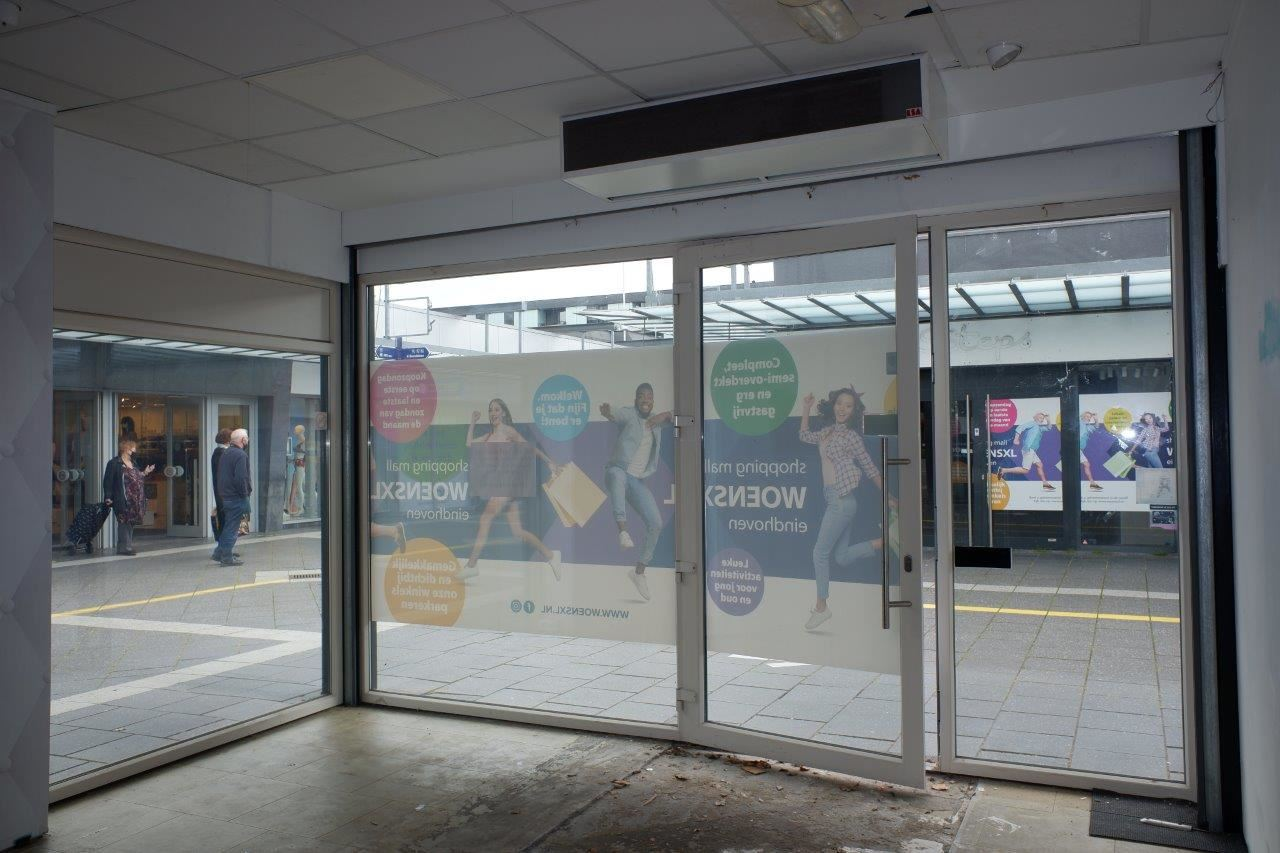 Bekijk foto 2 van Winkelcentrum Woensel 87 B