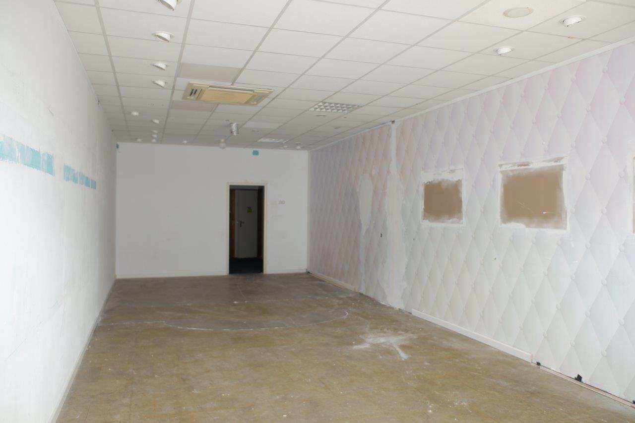 Bekijk foto 3 van Winkelcentrum Woensel 87 B