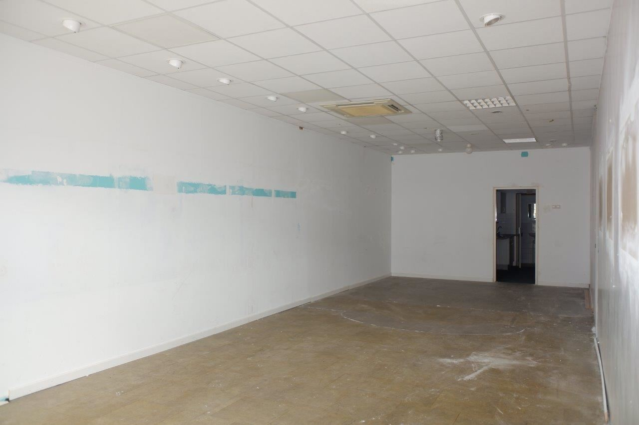 Bekijk foto 4 van Winkelcentrum Woensel 87 B