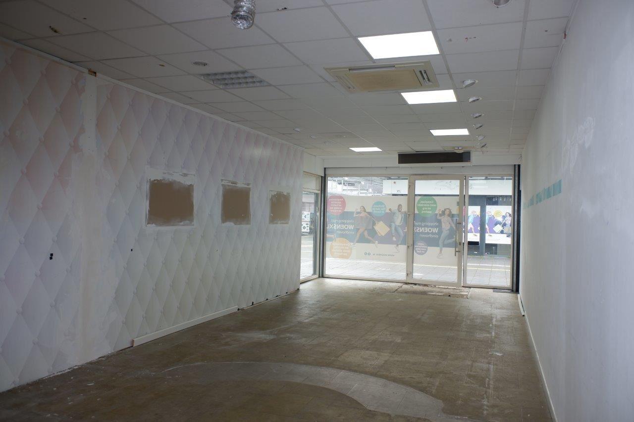 Bekijk foto 5 van Winkelcentrum Woensel 87 B