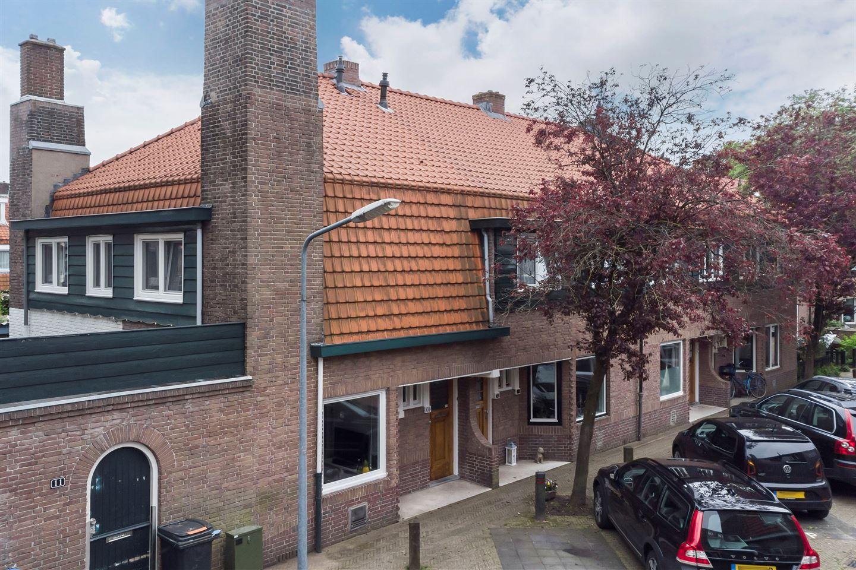 Bekijk foto 1 van Professor Poelsstraat 34