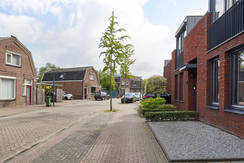 Bekijk foto 2 van Roestenbergstraat 78