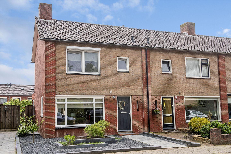 Bekijk foto 2 van Johannes Vermeerstraat 13