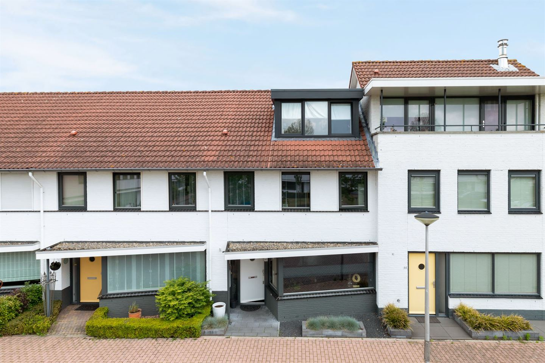 Bekijk foto 1 van Willem Alexanderhof 46
